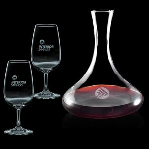Vantage Carafe and 2 Wine Glasses Engraved