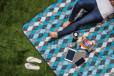 Vista Blanket XL - Black with Blue Argyle Print